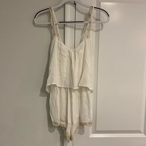 WHITE ROMPER WITH LACE AND FLORAL LINING